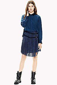Item uit de exclusieve Hilfiger Collection: Kleuren, modellen en stoffen geïnspireerd op onze catwalk looks.<br/>Kilt jurk van zachte chiffon. Het bovenstuk is een overhemd in één kleur, kilt-achtige geruite rok. De riem zorgt voor een design detail.