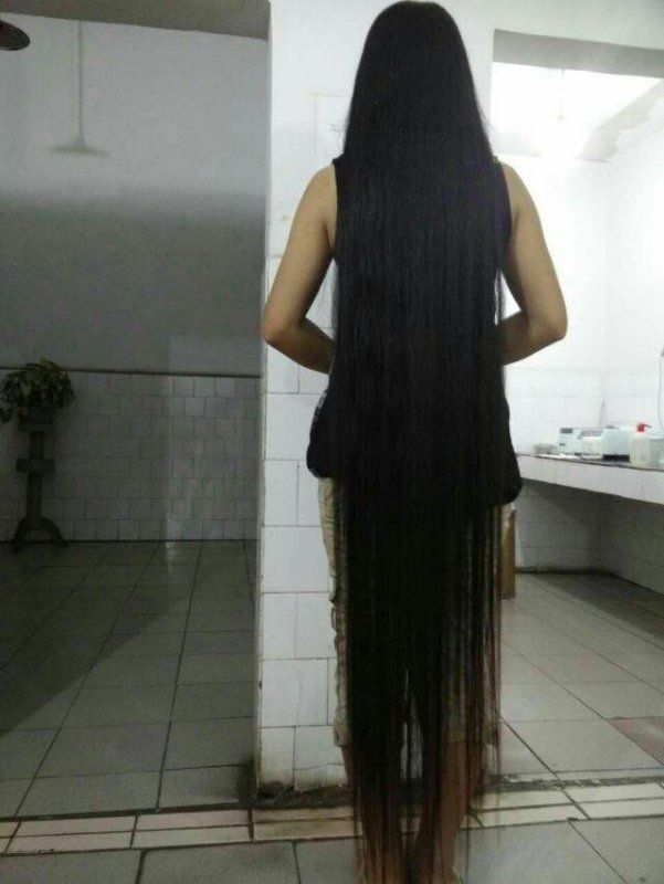 Very Beautiful Long Hair Lie On Bed Chinalonghair Com Asian Long Hair Long Hair Stories Long Hair Styles