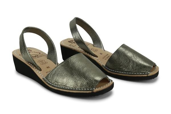 The graceful look of the women's wedges avarcas menorquinas by Mibocapture attention wherever you step in them. Mibo wedge is approximately4 cm (1.5 inches) k