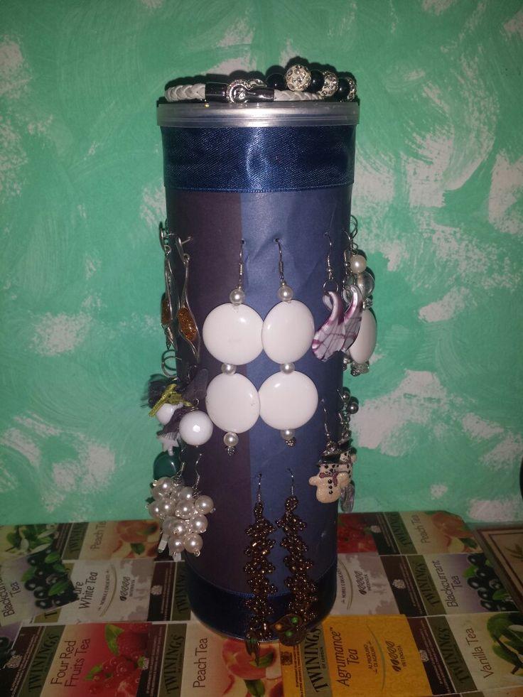 Un ex tubo delle patatime pringles diventa un porta orecchini! #tubo #pringles #portaorecchini #diy