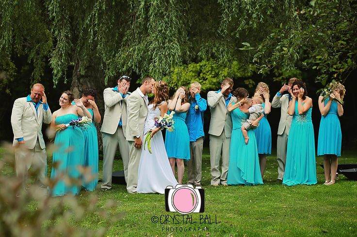 Such a fun pose for the whole wedding party!