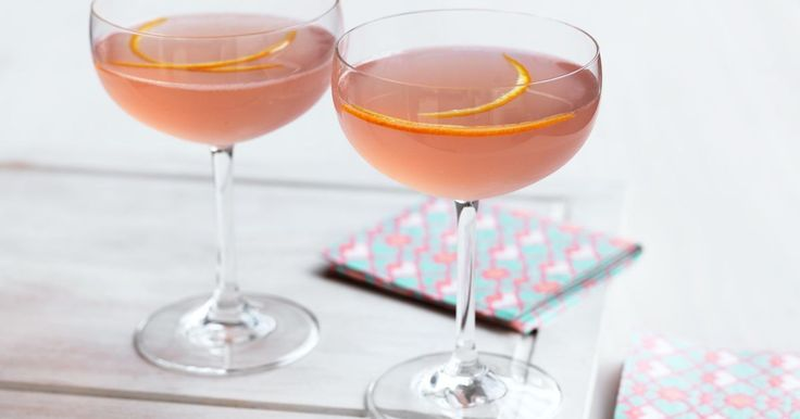 This classic American cocktail is a mixture of vodka, triple sec and cranberry juice.