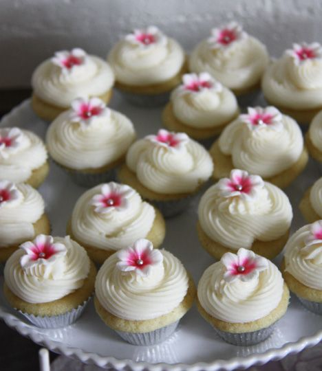 great cupcake idea for a baby shower or bridal shower in march cherry blossom can order the gum paste flowers off etsy party planning pinterest
