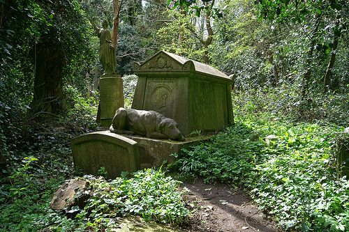 man's best friend - Highgate Cemetery