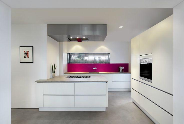 Nobilia-Musterküche Kochinsel grifflos Ausstellungsküche in von - küche weiß matt grifflos