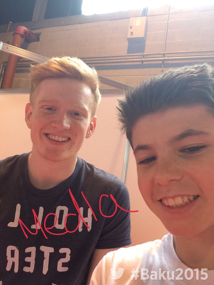 Team GB divers with the Twitter Mirror at Baku Kitting Out