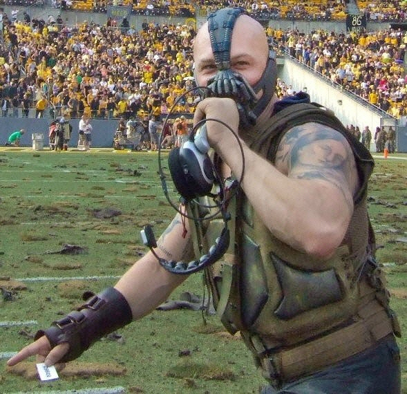 love this for so many reasons... bane WITH tattoos, and you can tell he's got that smile of his going on under the mask...