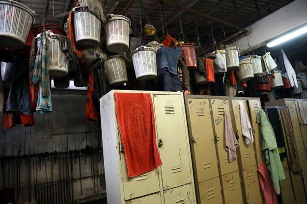 Madencilerin soyunma odaları içler acısı halde http://www.cnnturk.com/fotogaleri/turkiye/madencilerin-soyunma-odalari-icler-acisi-halde