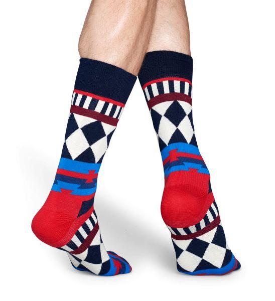 Para conseguir un estilo más detallada, combinan diferentes modelos y crear algo nuevo y emocionante. Encuentra en estos calcetines una mezcla entre un diseño de alambre, rayas y diamantes en azul, rojo y blanco. Los calcetines perfectos para ir a la discoteca. Los calcetines disco tribe está hechos con algodón peinado de alta calidad utilizados durante el proceso de tejido. El resultado: Un par de calcetines cálidos, muy cómodos y que enamoraran a todo el mundo.