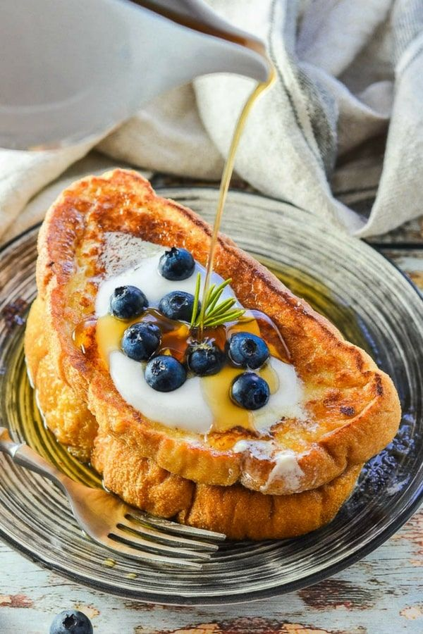 Ok, your brunch dreams are about to come true with THE best Vegan French Toast ever! It's soft, sweet, vanilla scented, golden perfection & all you need to make it are a few simple ingredients & 15 minutes. #vegan #brunch #frenchtoast #veganbrunch #eggfree #breakfast #veganbreakfast #bread   via @avirtualvegan