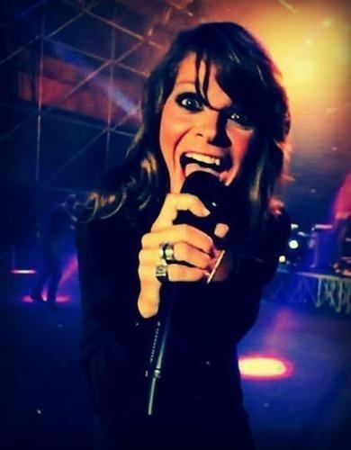 Quando dicono che l'emozione non ha voce, si sbagliano, l'emozione porta il suo nome!! @Alessandra Amoroso ❤