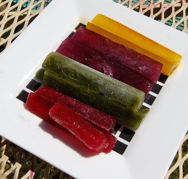#DIY Ice Cube #Crayons with #Natural Dye: Ice Crayons, Ice Cubes, Kids Stuff, For Kids, Cute Ideas, Fun Projects, Fruit And Veggies, Cubes Crayons, Kids Fun