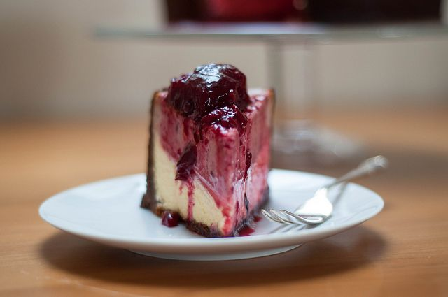 black doris plum vanilla cheesecake