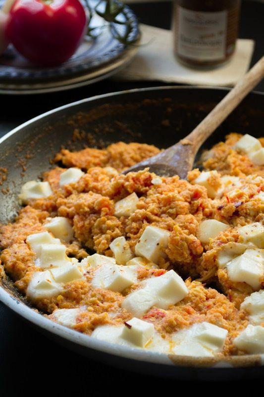 Στραπατσάδα με τυρί μπάτζο