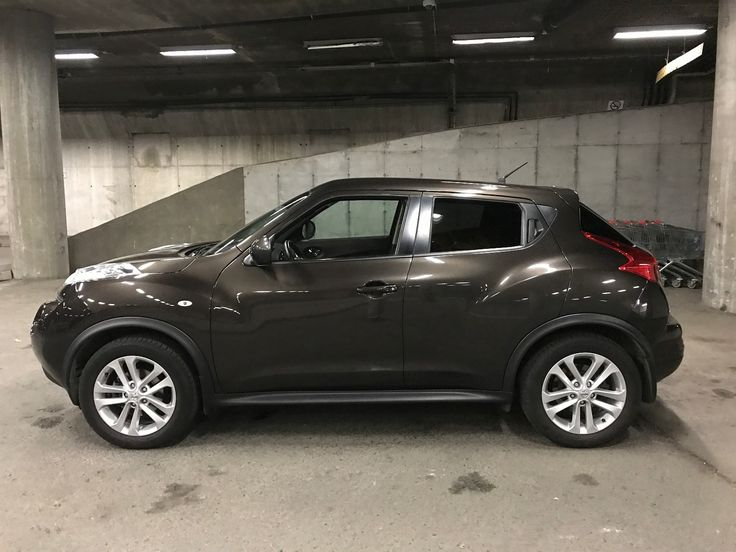 Nissan Juke 1.6 Bensin 2012 med automatgir selges! Velholdt bil i topp teknisk stand. Kun 44.000 km. Kjøpt ny i Norge og hatt samme eier hele veien. Komplett servicehefte fra merkeverksted. Godt utstyrt Tekna utgave med blant annet navigasjonssystem, Bluetooth handsfree, Bluetooth audio, AUX-inngang, fotoboksvarsler, cruice, klima, avtagbart hengerfeste, multifunksjonsratt, automatiske innfellb...