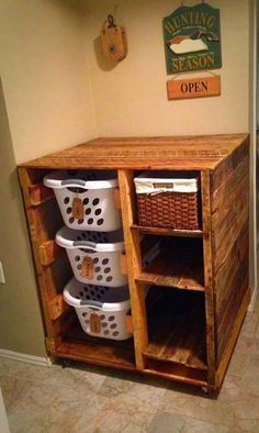 The Best 24 DIY Pallet Projects For Your Bathroom. Laundry Basket ...