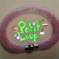Bracelet stardust au tube résille blanc et aux perles roses