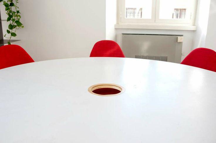 Tavolo riunioni in legno resina metallo