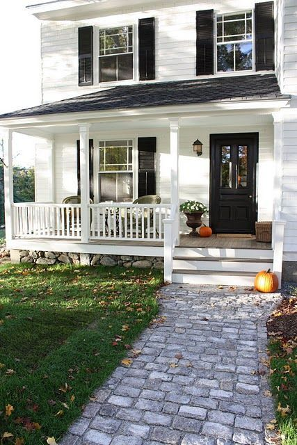 Best 25 white farmhouse exterior ideas on pinterest for Farmhouse interior design characteristics