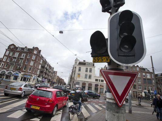Major power outage hits Amsterdam, halting trains - USA TODAY #Amsterdam, #Power, #Outage