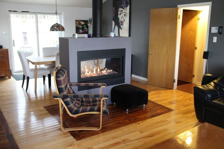 Logement entier à Shefford, Canada. Modern house in Shefford located only 7 minutes from the Bromont Ski & Waterpark Station.   Quiet and private we offer a  gas fireplace, hot tub, large back, high speed internet, TV, XBOX, a large back yard and an amazing tree house for the kids.