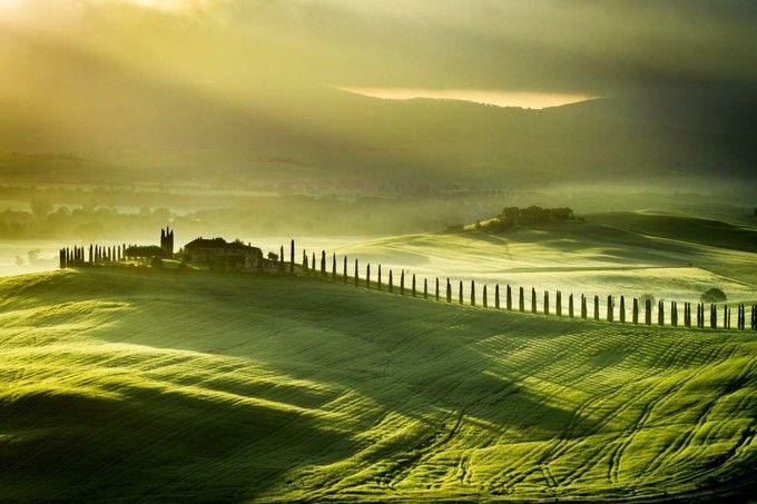 美しい田舎の風景が広がる、イタリア・トスカーナ地方「サン・キリコ・ドルチャ(San Quirico D'orcia)」。映画やポスターにもよく登場する場所です。