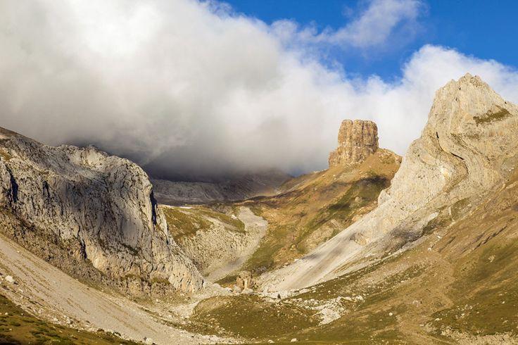 ピレネー山脈 — フランスとスペインの国境   【写真】山脈、大河、湖……世界の17の自然的国境