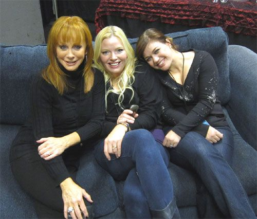 Three Lovely Ladies On A Couch – Reba McEntire, Melissa ...