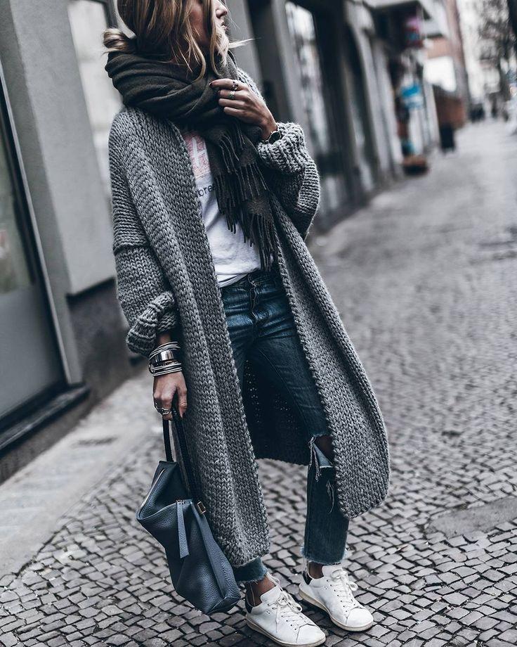Quand le confort rencontre le style... #lookdujour #ldj #knitwear #cozy #comfy #streetstyle #style #inspiration #oversized #whitesneakers #knit #regram @mikutas