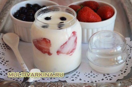 Как приготовить йогурт в мультиварке Ингредиенты: молоко – литр; бактериальная закваска; ягоды.