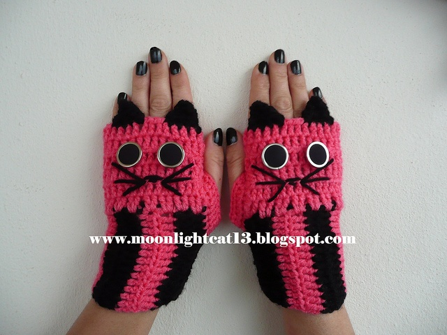 crochet cat gloves ^-^