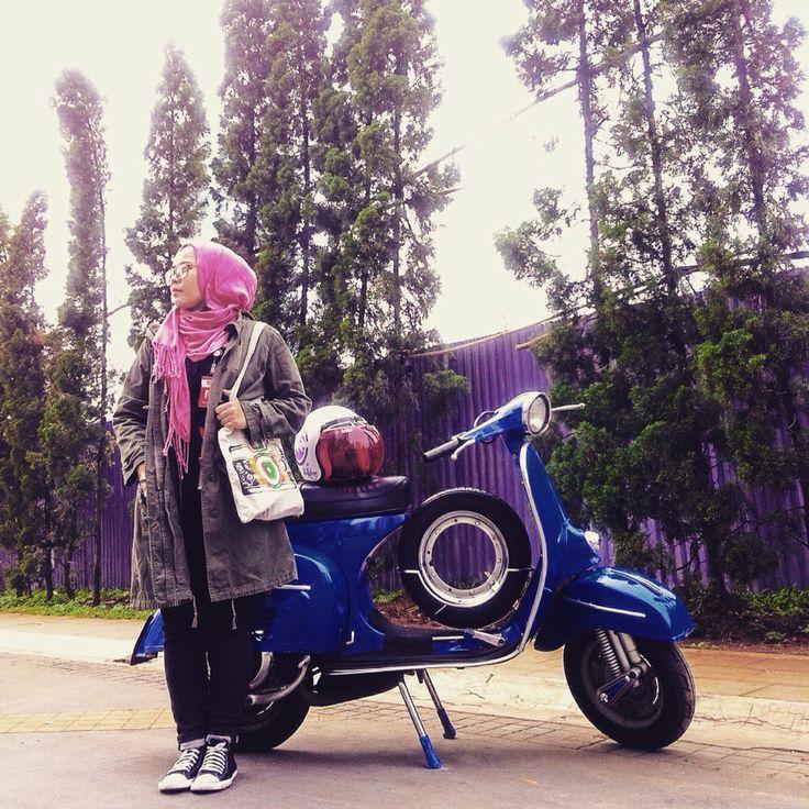 #scooters #vespa #vintage #parka #converse #hijab #hijabstyle #totebag #womens #style