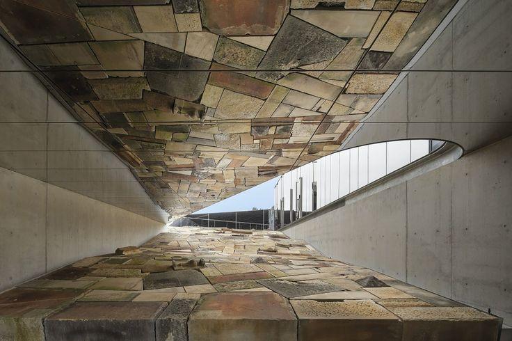 Australian Plant Bank / BVN Donovan Hill mirrored ceiling panels
