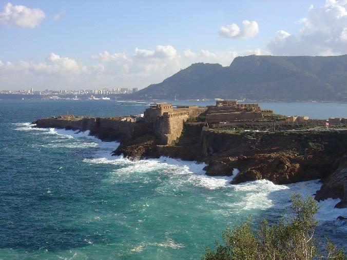 Oran, Algerie La Corniche One day I will be there Inch' Allah. Très bientôt j'espere ! :)