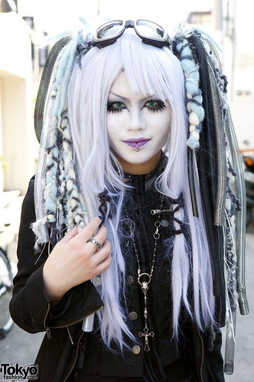 RUMA♥ZIHOZAYO                                               cybergoth-girls:  Cybergoth girl http://cybergoth-girls.tumblr.com/