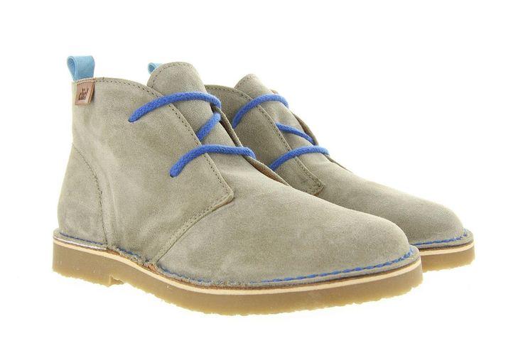 Kinderschoenen Clic 6030 grijs, Deze bekende Clarc stijl veterschoenen zijn weer helemaal hip in het modebeeld. ze zijn superleuk onder allerlei zomer broeken, kort of lang. De schoenen zijn volledig afgewerkt in leder en door de blauwe accenten op de schoen maakt het deze schoenen net even wat specialer als alle anderen.