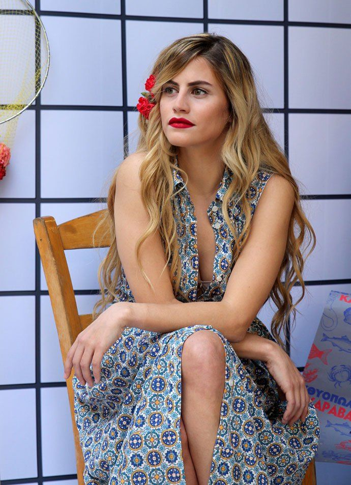 Feeling bohemian means you love romantic with a twist and an extra dose of girly touch of Karavan Clothing lines. In the Karavan Clothing SS16 collection you will find printed fabrics inspired by everything the Mediterranean summer is made of: white and blue adorned china, flamingos, Andalusian tiles and vivid green tropical leaves.