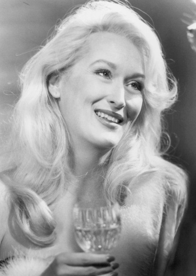 Still of Meryl Streep in Death Becomes Her..I just love this movie for some reason!!! Of course Meryl and Goldie  and Bruce r great in this flick! It's so funny!