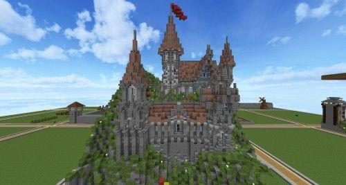 Ein kleines Schloss, an einem Berghang