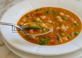Вкусный, здоровый, питательный вегетарианский обед, который придется по вкусу и мясоедам. Щепотка копченой паприки придает чечевичному