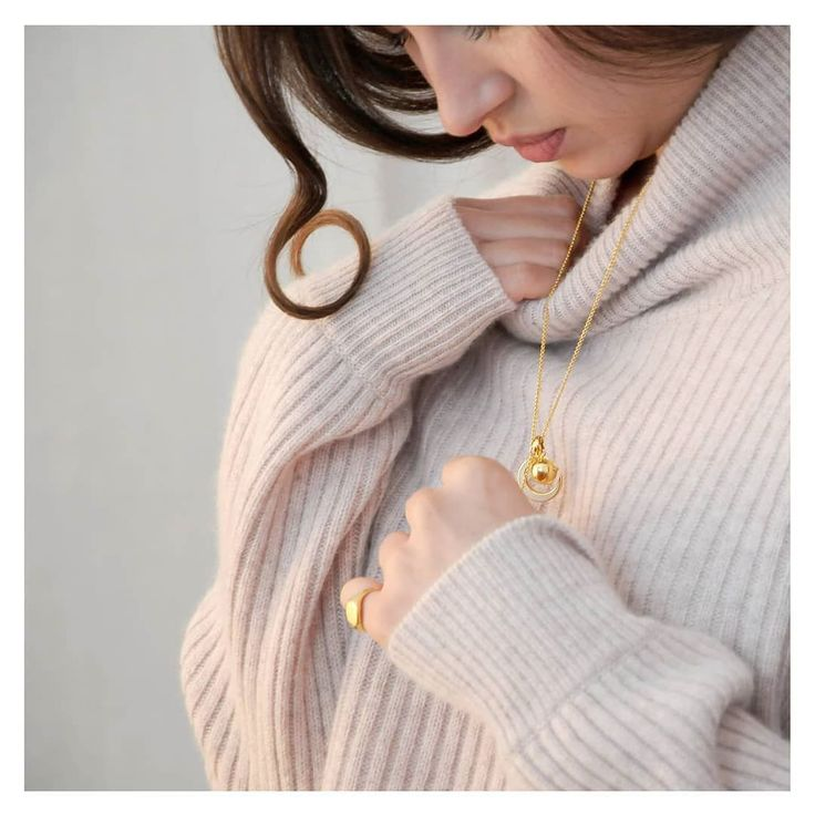 Chilly Sundays are for cosying up in @les100ciels cashmere #mydinnyhall - Dinny Hall (@dinnyhalljewellery)