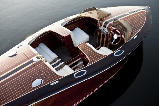 Woodcrafted Saetta Classic Boat.