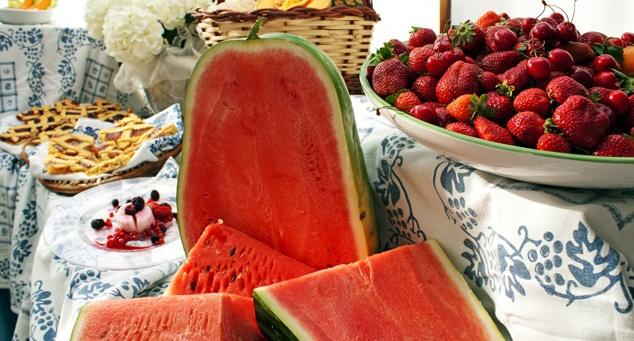 #Dessert golosi e #frutta - Hotel Tabor #Rimini http://www.riminiwebtv.com/hotel-tabor-come-a-casa-video_0f3978ae5.html