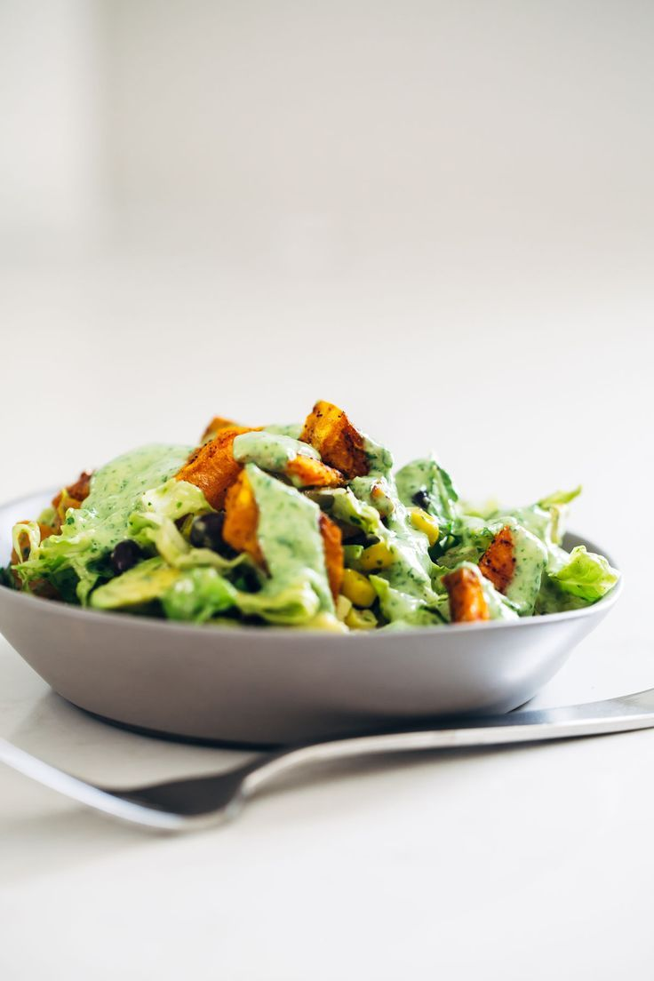 Spicy Southwestern Salad with Avocado Dressing recipe - perfect for easy lunches! Vegetarian / easily adaptable to vegan. | pinchofyum.com