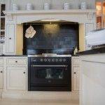 De mooiste spatwand in de keuken met metalen Pure tegels