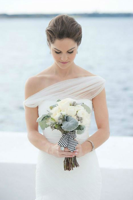 30 Minimalist and Elegant Wedding Dress Ideas