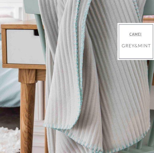 Francouzská luxusní deka v šedé barvě s prošívaným lemovaným tyrkysové barvy
