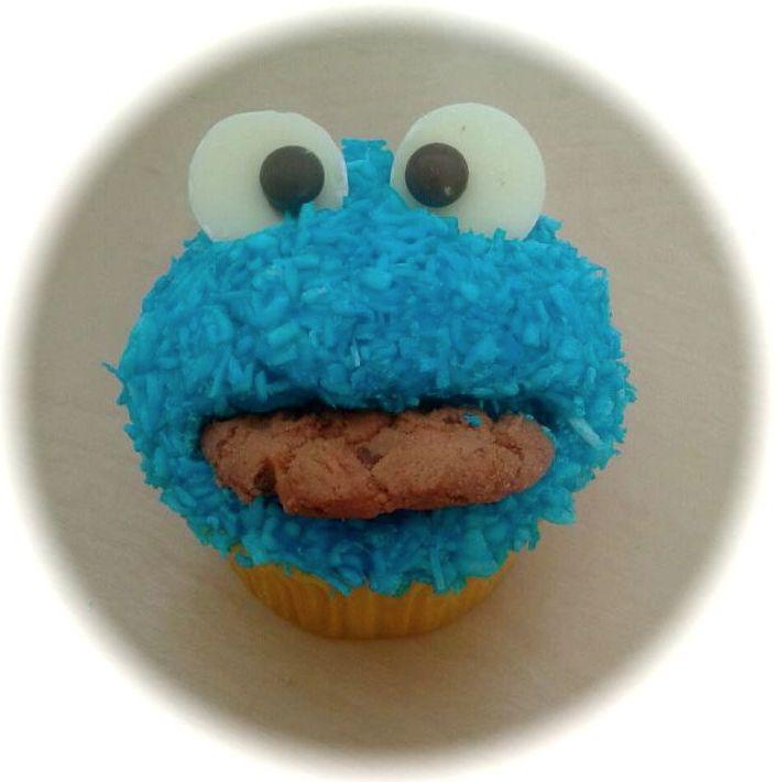 Elmo Cupcakes, super cute and super easy.