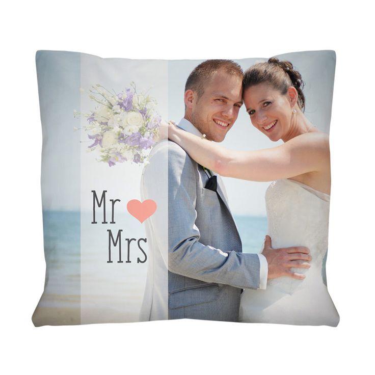 Je huwelijksdag is net een droom. Hou deze droom voor eeuwig vast en laat jullie mooiste trouwfoto bedrukken op een kussen.