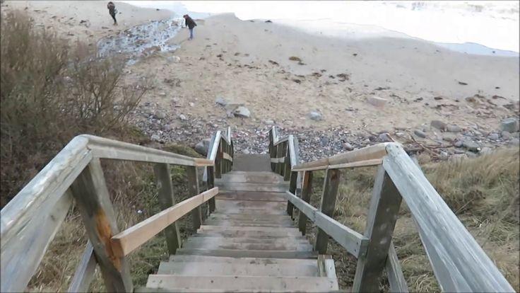 Steilüste Stohl nach Orkan Axel Anfang Januar 2017: Das Sturmtief Axel verursachte Anfang Januar 2017 das stärkste Sturmhochwasser an der deutschen Ostseeküste seit 2006. Auch die Ostsee-Steilküste bei Stohl nördlich von Kiel in Schleswig-Holstein hat deutliche Sturmschäden zu verzeichenen. Die Sturmfluten haben die Holztreppe zum Strand beschädigt und entlang der Steilküste Teile des Steilufers abgetragen.  Aufgenommen mit meiner Canon PowerShot SX710 HS: http://amzn.to/2h3kNTP